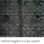 笑いのない一日、それは無駄な一日である。